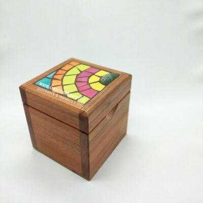 caja té mosaico colores